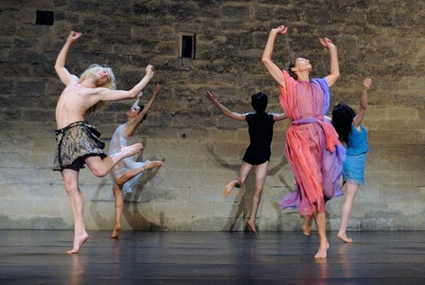 Représentation de la Danse Libre de Malkovsky au Festival d'Uzès 2010